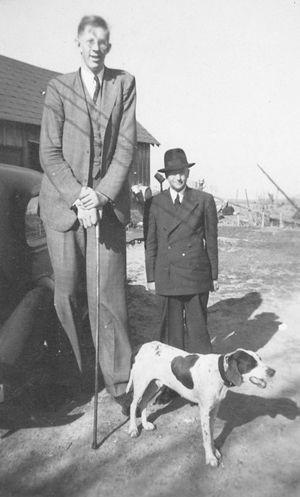 Robert Wadlow, tall and short man